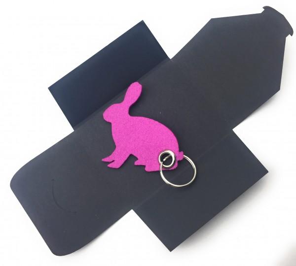 Schlüsselanhänger aus Filz optional mit Namensgravur - Hase sitzend / Ostern - pink / magenta als Sc