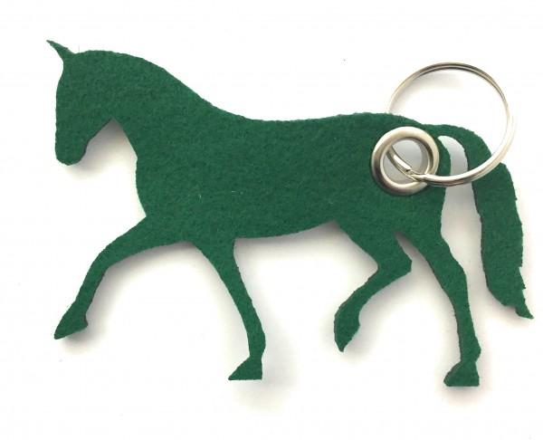 Pferd / Dressur / Reiten /laufend - Filz-Schlüsselanhänger - Farbe: waldgrün - optional mit Gravur /