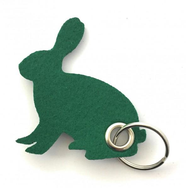 Hase / sitzend / Ostern - Filz-Schlüsselanhänger - Farbe: waldgrün - optional mit Gravur / Aufdruck