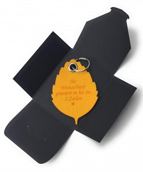 Schlüsselanhänger aus Filz optional mit Namensgravur - Blatt / Laub / Baum - safrangelb als Schlüss