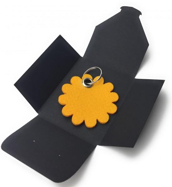 Schlüsselanhänger aus Filz optional mit Namensgravur - Blume rund / Blüte - safrangelb als Schlüsse