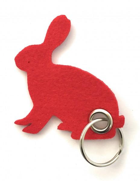 Hase / sitzend / Ostern - Filz-Schlüsselanhänger - Farbe: rot - optional mit Gravur / Aufdruck