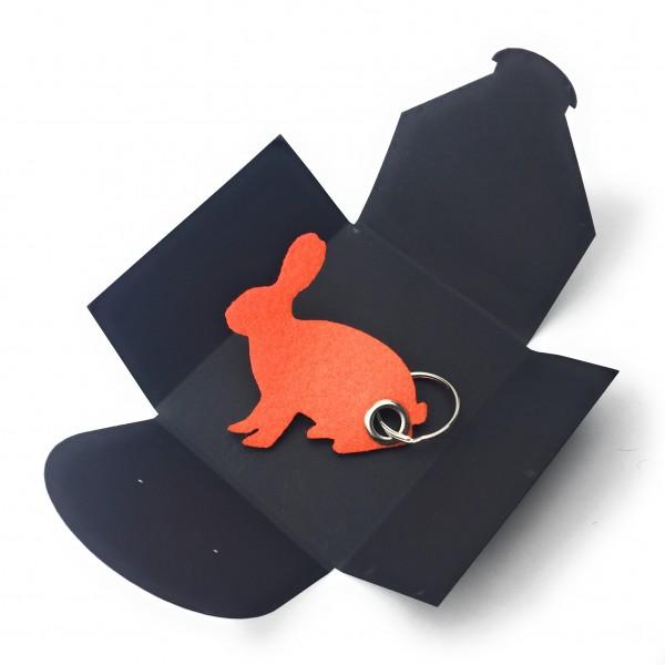 Schlüsselanhänger aus Filz optional mit Namensgravur - Hase sitzend / Ostern - orange als Schlüssela