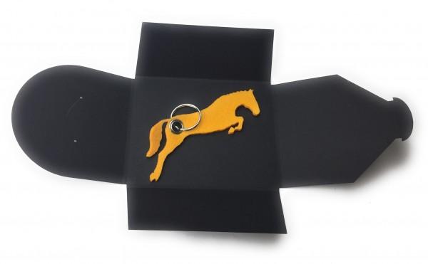 Schlüsselanhänger aus Filz optional mit Namensgravur - Pferd / Springreiten - safrangelb als Schlüss