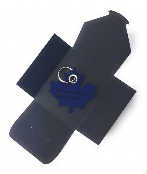 Schlüsselanhänger aus Filz optional mit Namensgravur - Ahornblatt / Kanada - marineblau als Schlüss