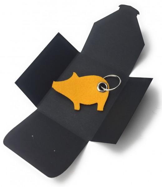 Schlüsselanhänger aus Filz optional mit Namensgravur - Schwein / Glücksschwein - safrangelb als Schl