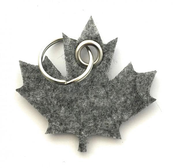 Ahorn-Blatt / Kanada - Filz-Schlüsselanhänger - Farbe: grau meliert - optional mit Gravur / Aufdruck