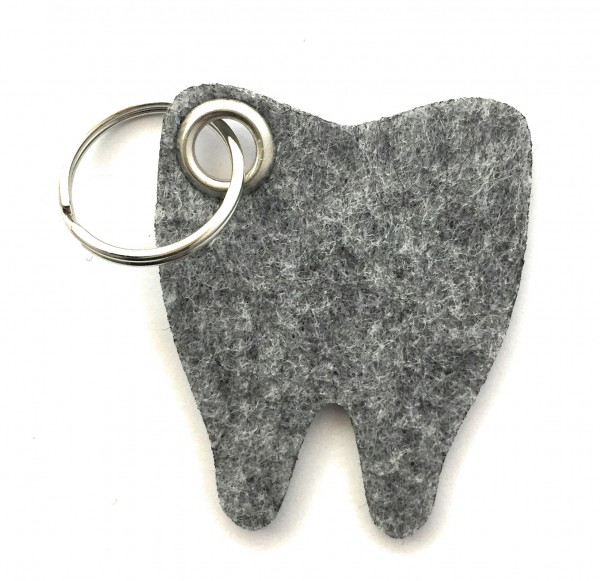 Backen - Zahn - Filz-Schlüsselanhänger - Farbe: grau meliert - optional mit Gravur / Aufdruck
