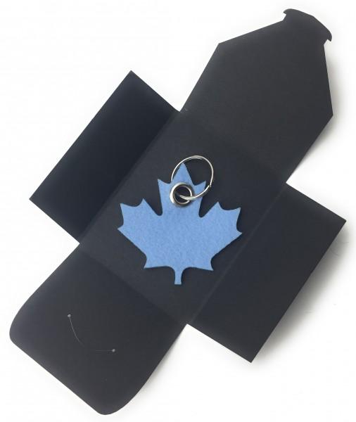 Schlüsselanhänger aus Filz optional mit Namensgravur - Ahornblatt - Kanada - eisblau als Schlüssela