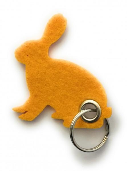 Hase / sitzend / Ostern - Filz-Schlüsselanhänger - Farbe: gelb - optional mit Gravur / Aufdruck