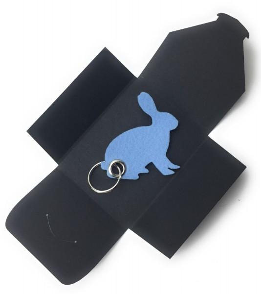 Schlüsselanhänger aus Filz optional mit Namensgravur - Hase - sitzend / Ostern - eisblau als Schlüss