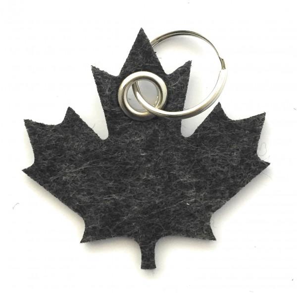 Ahorn-Blatt / Kanada - Filz-Schlüsselanhänger - Farbe: schwarz meliert - optional mit Gravur / Aufdr