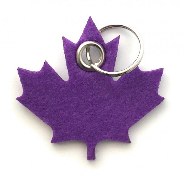 Ahorn-Blatt / Kanada - Filz-Schlüsselanhänger - Farbe: lila / flieder - optional mit Gravur / Aufdru