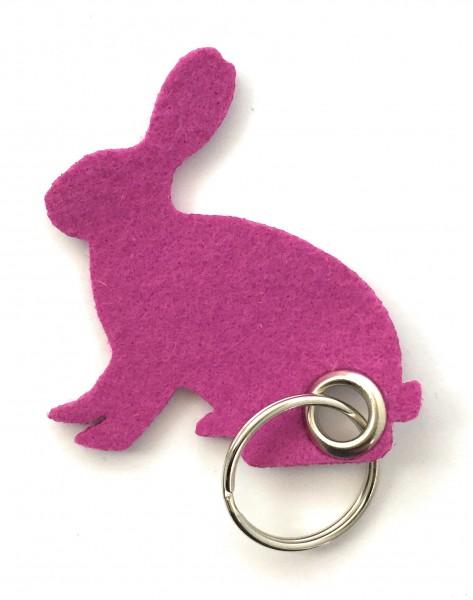 Hase / sitzend / Ostern - Filz-Schlüsselanhänger - Farbe: magenta - optional mit Gravur / Aufdruck